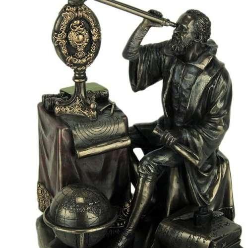 Gallileo Galilei Looking Through Statue